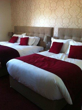 Modern & spacious bedroom