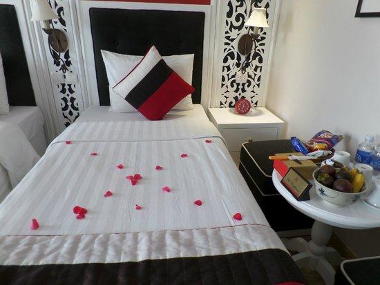 Oriental Central Hotel: Deluxe twin room (8th floor)