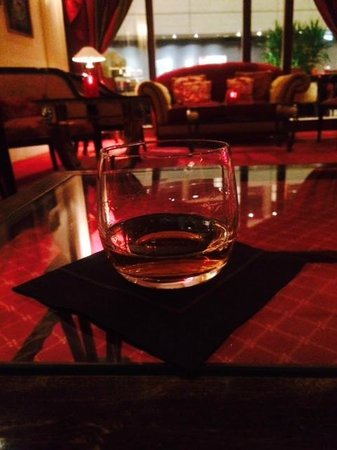 Sofitel Luxembourg Europe : Ardbeg Uigeadail au bar de l'hôtel