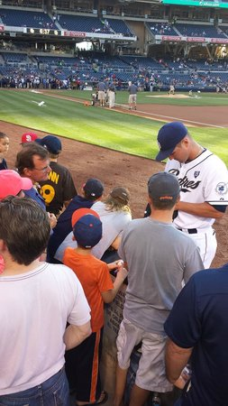 Petco Park : Players are accessible for autographs up to 5 mins before the game.