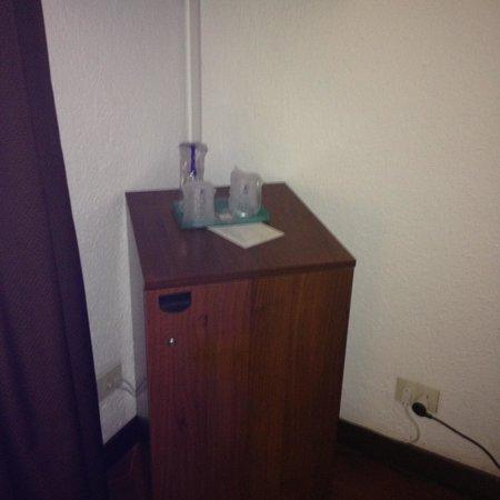Le Dune Hotel: bicchieri plastica .. stile contenitori di altri liquidi