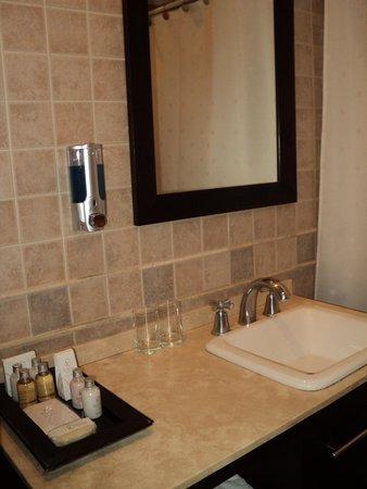 Xelena Hotel & Suites: Baño