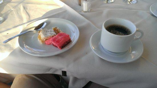 Maleme Mare Beachside Hotel: Coffee and sweets from the buffet