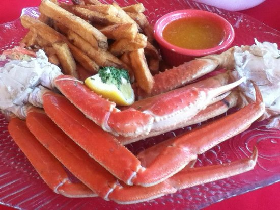 The Lightkeeper's Seafood Restaurant : snow crab with fries and cole slaw