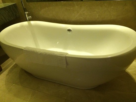 Marina Bay Sands: Huge bath tub