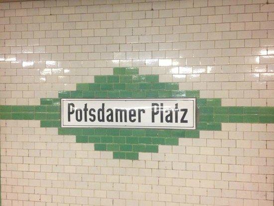 Potsdamer Platz : metro sign