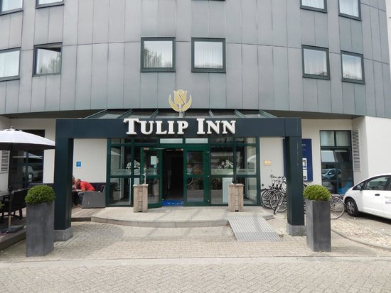 Tulip Inn Antwerpen: Entrance to the hotel