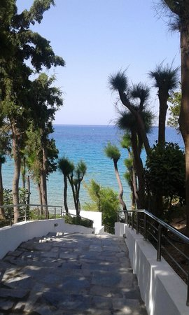 Hotel Pefkos Garden: descent to the beach