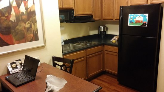 Columbus Extended Stay Hotel: kitchen