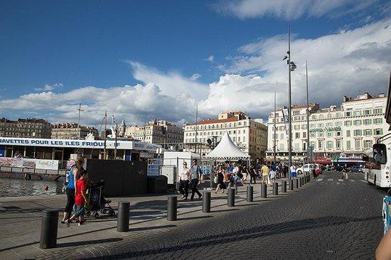 Hotel Alize Marseille - Vieux Port: Hotel Alize ao fundo