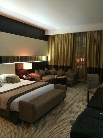 Radisson Blu Hotel, Doha: Ein Zimmer in der Businessklasse.