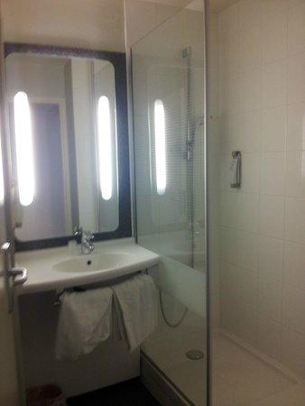 Ibis Strasbourg Centre Petite France : Salle de bain