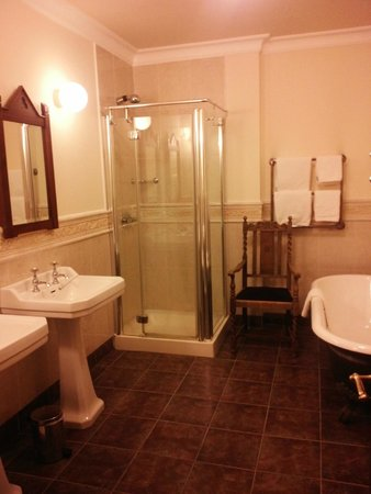 Abbeyglen Castle Hotel: Bathroom