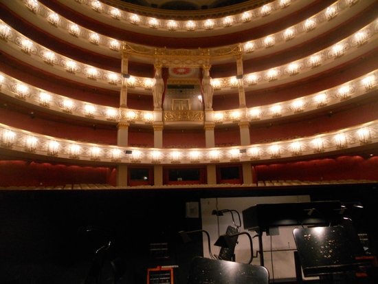 Bayerische Staatsoper: National Theater: view from the orchestra pit