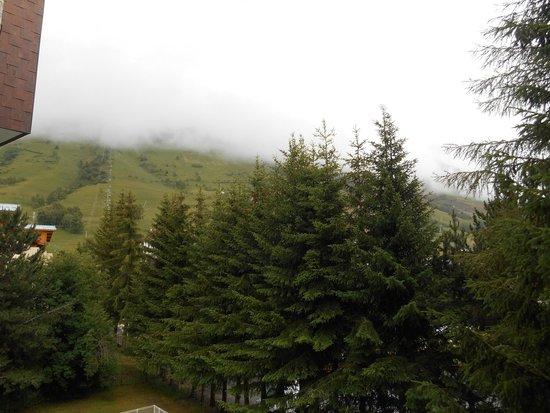 Résidence L'Edelweiss : vu du balcon (nuageux)