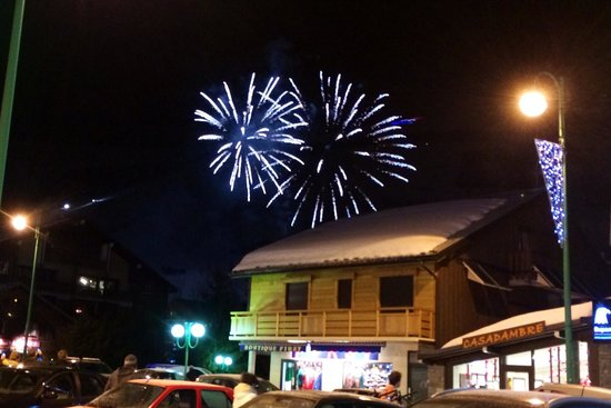 Les Deux Alpes : Firework display every week