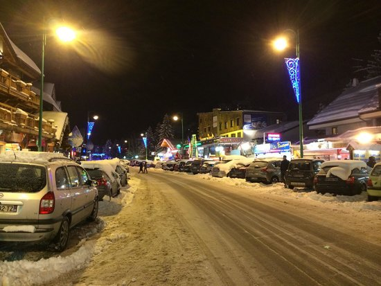 Les Deux Alpes : The Main Street mind where you stand
