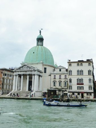 Hotel Antiche Figure: Hotel on the right from across the Grand Canal