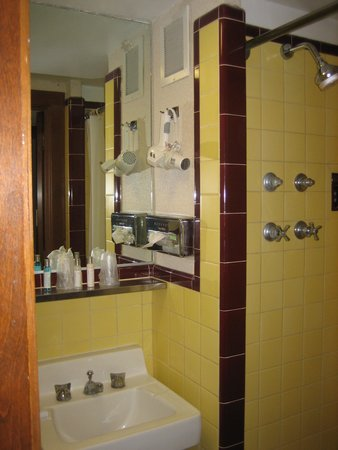 Kahler Grand Hotel : bathroom - small but clean
