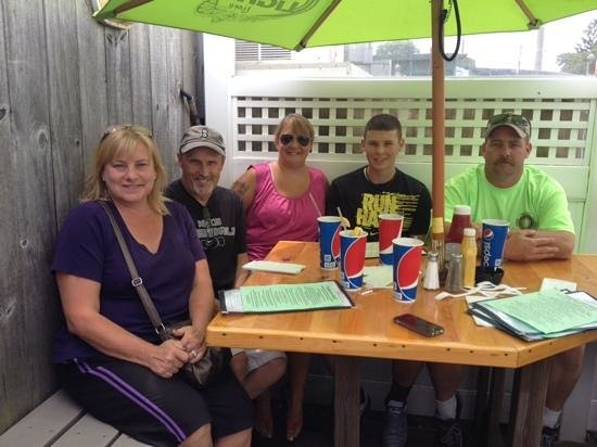 Bill's Seafood Restaurant: the fam   outside table