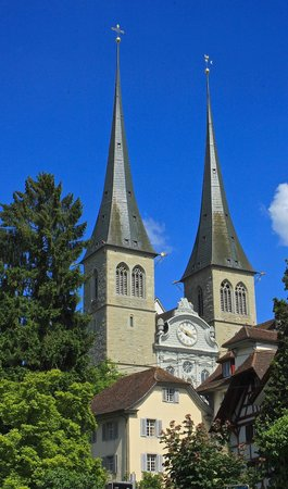 Hofkirche : ЦЕРКОВЬ СВЯТОГО ЛЕОДЕГАРА