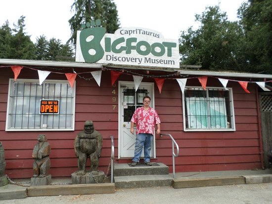 Bigfoot Discovery Museum : the outside
