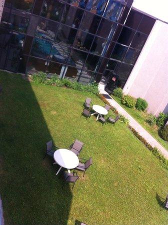 Hotel La Sagueneenne: Vue sur le jardin (327)
