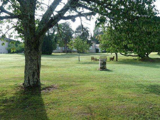 Chateau Ormes de Pez : Garden at Les Ormes de Pez