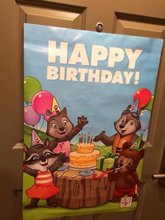 Great Wolf Lodge New England: Sign on door of the Wolf Den suite for our daughters birthday.