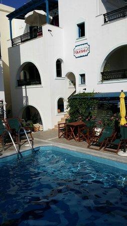 Pension Irene II: Les studios donnent tous sur la piscine