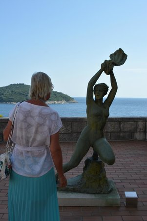 Museum of Modern Art Dubrovnik (MOMAD): Their love for women is really cool