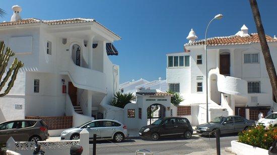 Sahara Sunset Club: hôtel vu de la rue