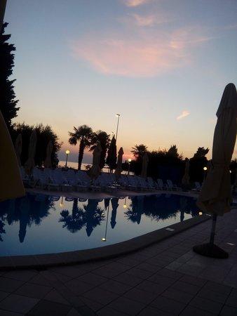 Hotel Park: La piscina di sera