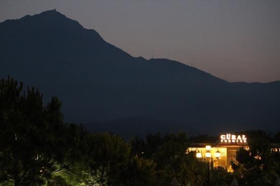 Gural Premier Tekirova: Hotel vor dem Berg