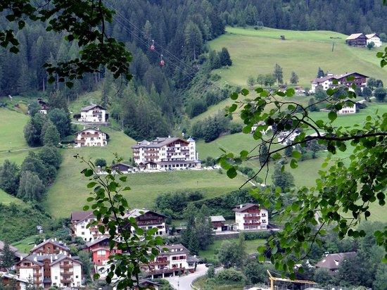 AlpenHotel Rainell: Une vue du col de Flamm