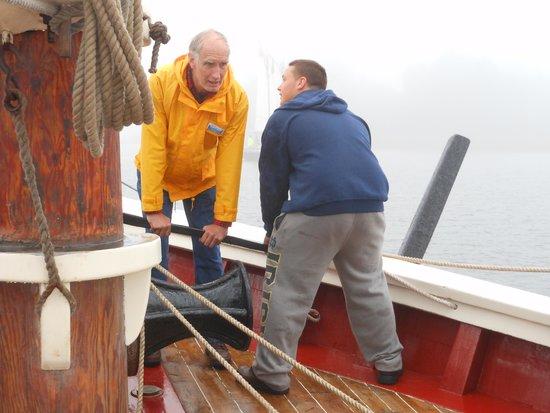 Schooner Stephen Taber Day Cruises: Teamwork ! Raising the Anchor !