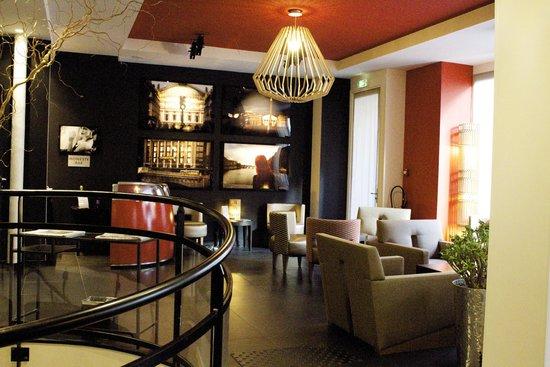 Hotel Atmospheres: Lobby