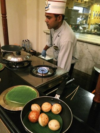 Dakshin: Live preparation of fried lentil dumpling