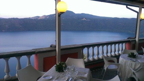 cena in terrazza sul lago - Foto di Castel Vecchio, Castel Gandolfo ...