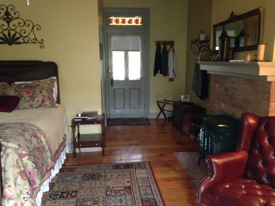 Brickhouse Inn Bed & Breakfast: Delaware Room
