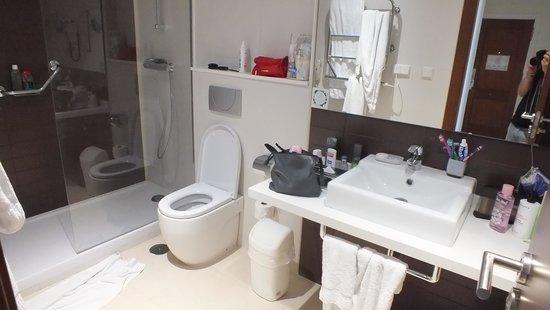 Sahara Sunset Club: salle de bains