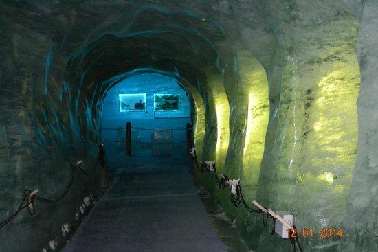 Montenvers Train - La Mer de Glace: Ледяной грот.