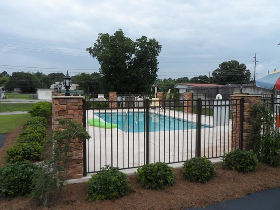 Cochran Inn & Suites: Pool