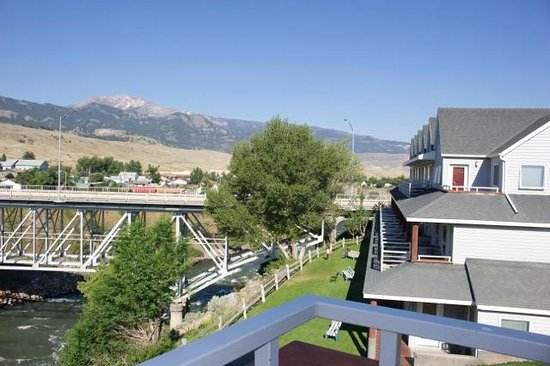 Yellowstone's Absaroka Lodge: Kitchenettes are in the very top corners of each section