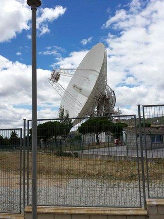 Complejo de Comunicaciones con el Espacio Profundo NASA: La antena más grande, con 70 metros de diámetro