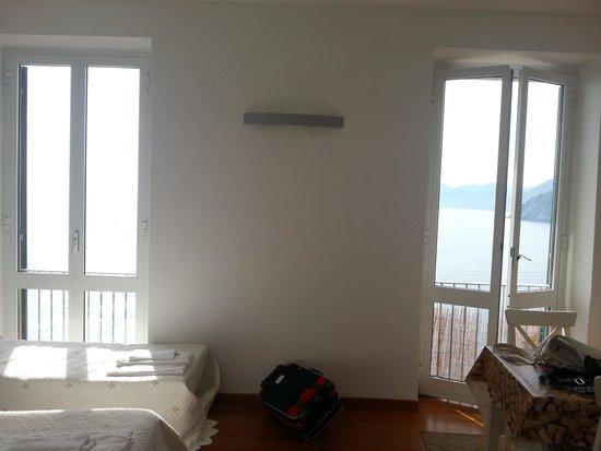 Arpaiu : ondina -le porte finestra della stanza
