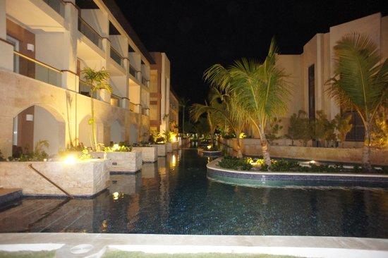 Royalton Punta Cana Resort & Casino: night view of swimout suite