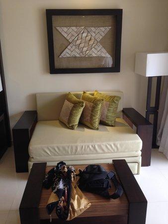 Royalton Punta Cana Resort & Casino: beautiful sitting area, futon sofa