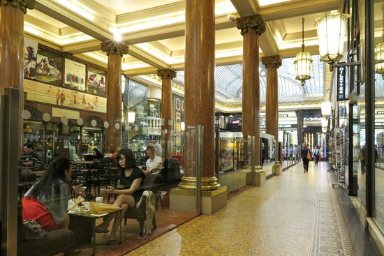 Champs-Elysees: shops
