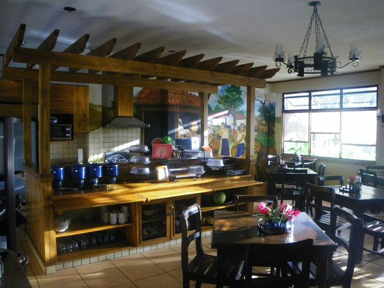 Apartotel La Sabana: Breakfast area - delicious!